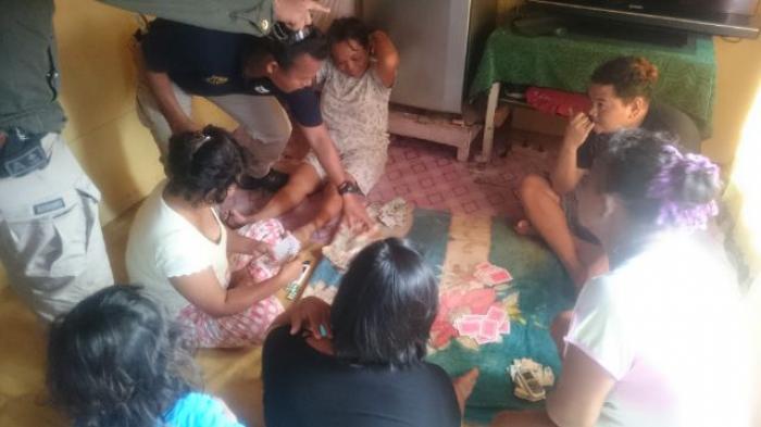 Emak-Emak Tepergok Saat Main Judi