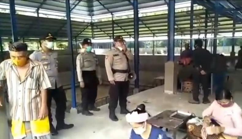 Digerebek Polisi Pelaku Judi Sabung Ayam di Jaktim Kocar-kacir
